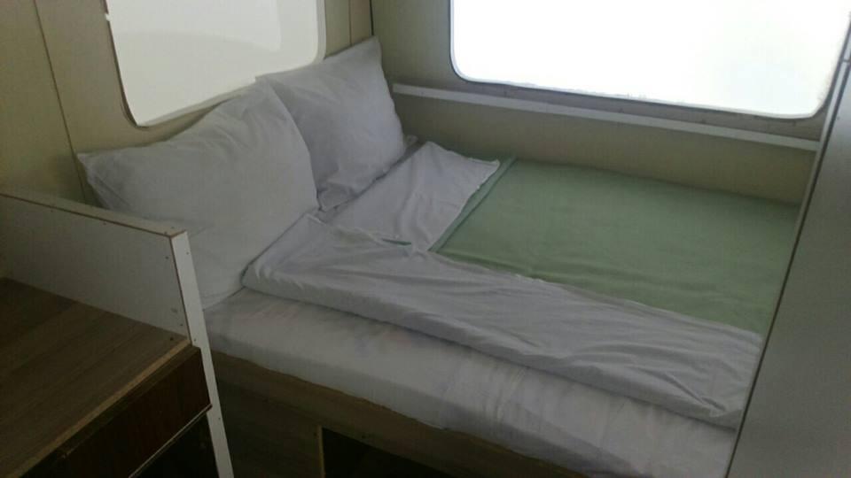 kamp prikolka krevet